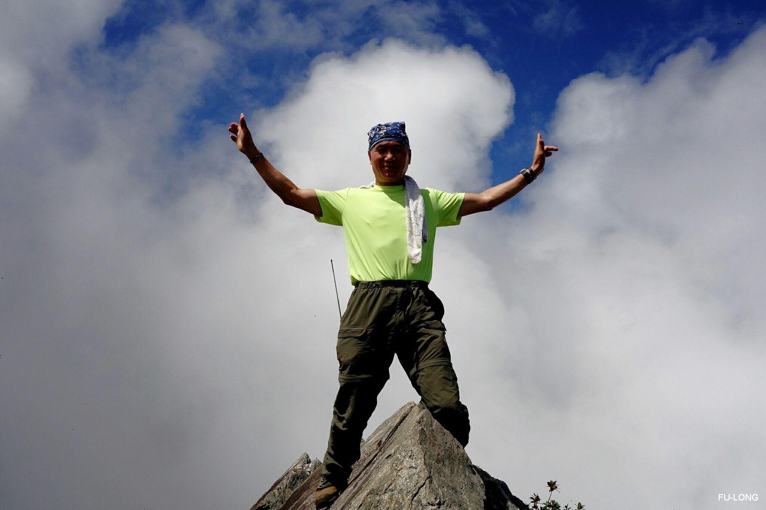 proimages/2016-08-20_Eagle_Mt_climbing/07_Eagle_mt.-topking.jpg